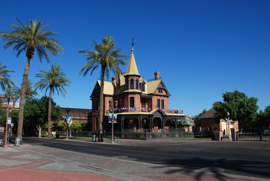 Best Places in Phoenix for Family Photos: Heritage Square Park